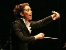 Es una de las directoras de orquesta más sobresalientes de su generación