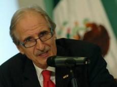 Es un diplomático mexicano nacido en el estado de Michoacán en 1911