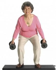 Las personas mayores de 30 años que está retomando el ejercicio no deben de hacer sentadillas libres