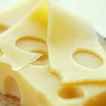 ¿Por qué el queso suizo tiene huecos?