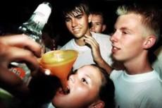 El alcohol origina agresión, ansiedad, pánico y depresión.