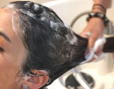 Si tienes caspa, ¿debes evitar lavarte el cabello diariamente?