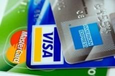 No pierdas de vista las tarjetas y checa el voucher antes de firmar.