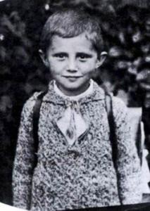 Josef Ratzinger nace en Bavaría Alemania.
