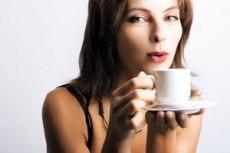 El café puro no contiene nutrientes ni valor calórico, se toma por placer.