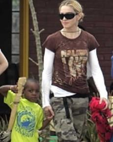 Actrices y cantantes famosas han adoptado a niños de diferentes países