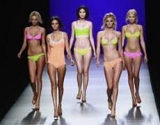 Muchas adolescentes hacen lo que sea para entrar al mundo de la moda.