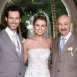 Emiliano Salinas y Ludwika Paleta, junto con el padre del novio, Carlos Salinas de Gortari.
