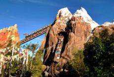 Esta atracción es una montaña rusa habitada por el abominable hombre de las nieves.