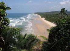 Puerto Escondido sirve de puerta a una infinita serie de playas.