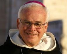RAÚL VERA, obispo.