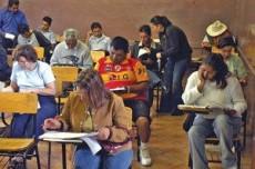 La educación para adultos tiene 2 modelos: El tradicional y el del INEA.
