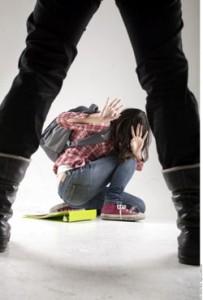 El abusador tiene baja autoestima y es bulleado por sus padres.