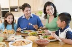 Las familias funcionales evitan hijos adictos a drogas y alcohol.