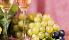 Comer las uvas cada campanada del reloj es uno de los rituales más comunes.