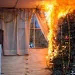Los incendios por el mal uso de extensiones de luces navideñas son muy comunes.