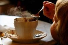 En muchas poblaciones se produce el chocolate de metate para hacer la bebida con agua o leche.